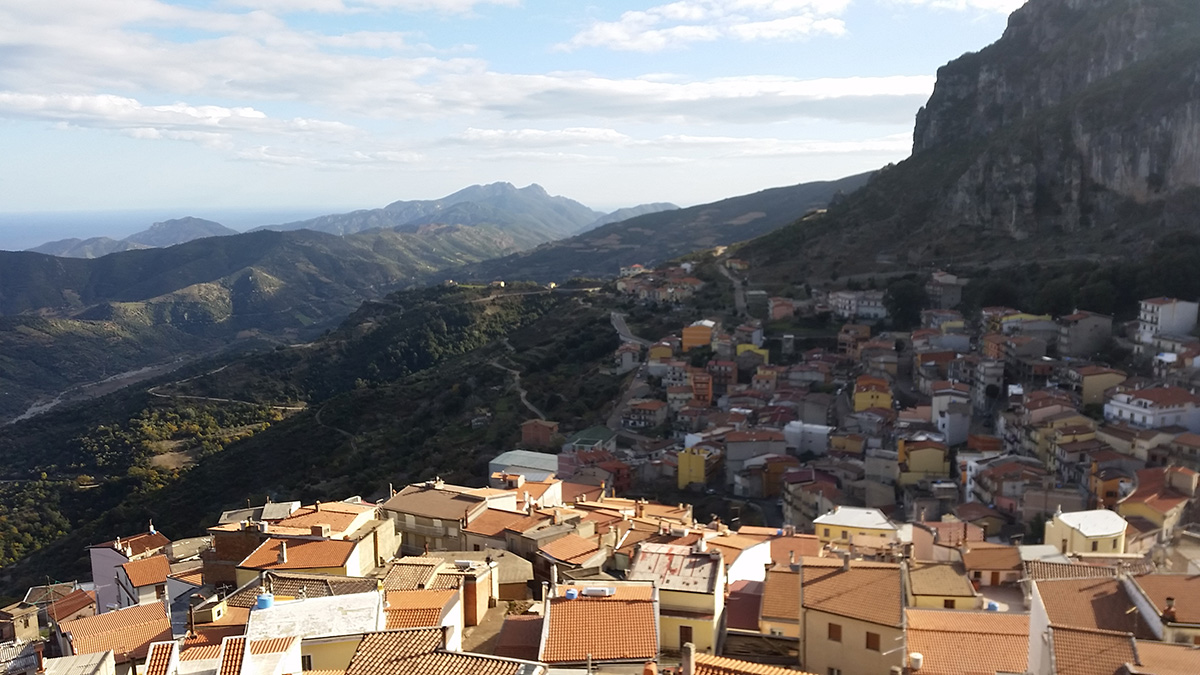 Walking Tour Ulassai - Panoramic viewof town